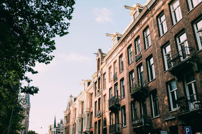 Lejligheder inde i byen med altaner